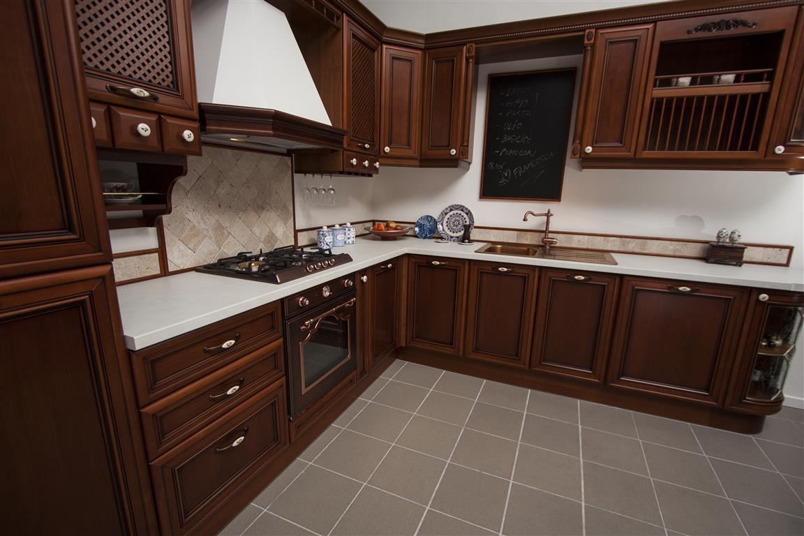 buc t rie elegant cu fronturi din lemn masiv elitemob. Black Bedroom Furniture Sets. Home Design Ideas